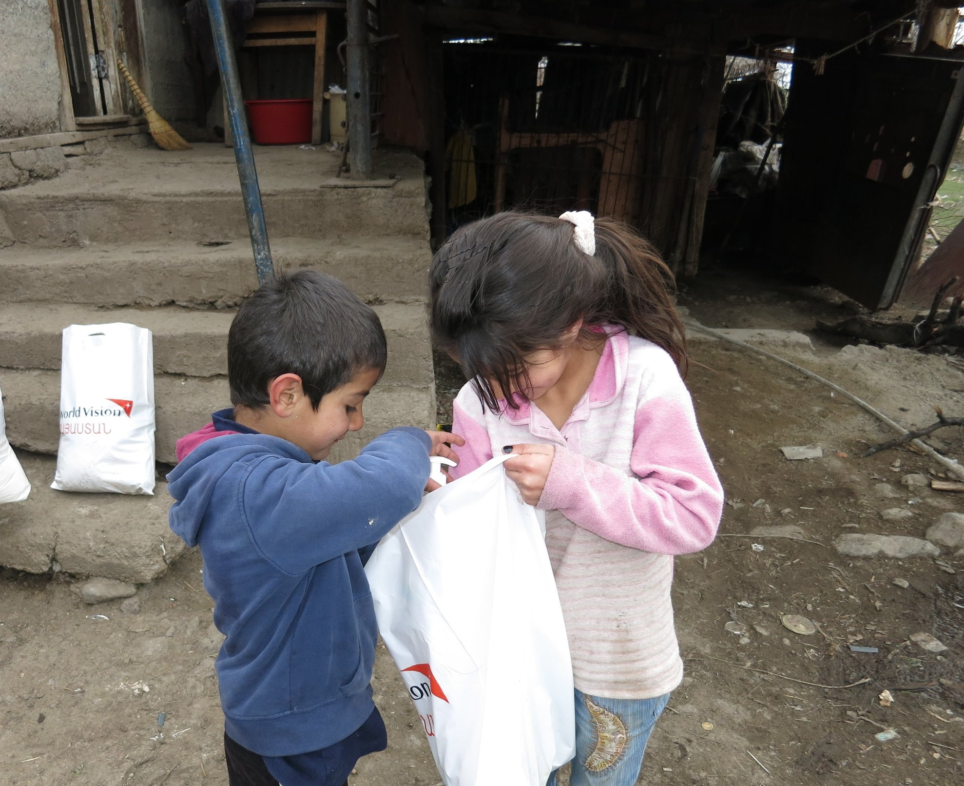 COVID19: Food and hygiene items distribution to extremely poor families in Armenia